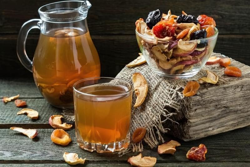 При появі перших симптомів застуди хворому слід пити більше рідини