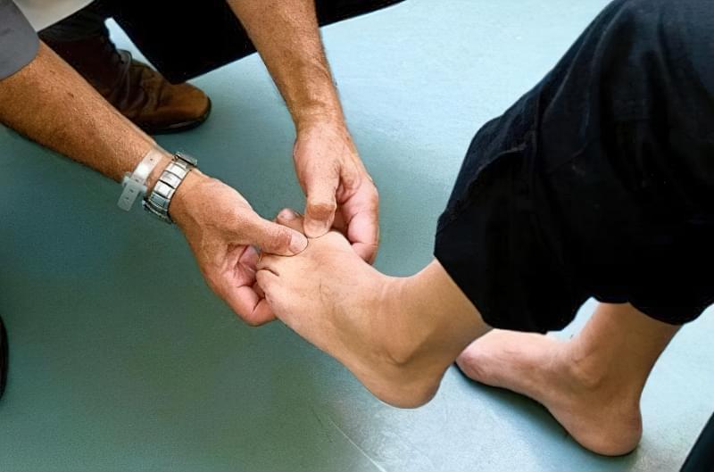 При порушенні теплообміну в ступнях слід відвідати лікаря