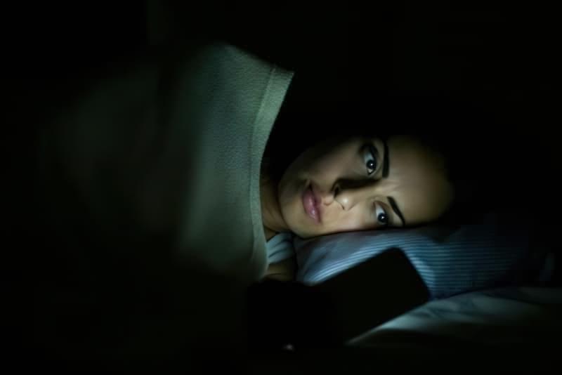 Чому не можна засипати під працюючий телевізор? 2