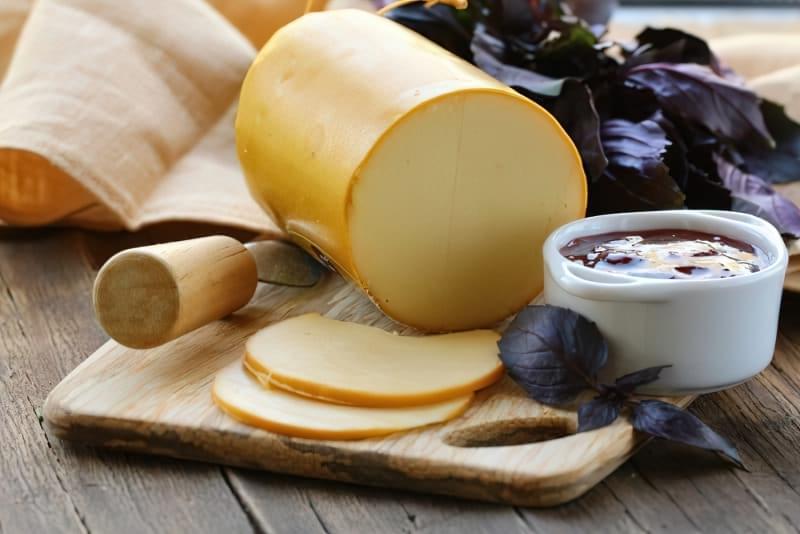 Ковбасний сир — корисно чи шкідливо? 2