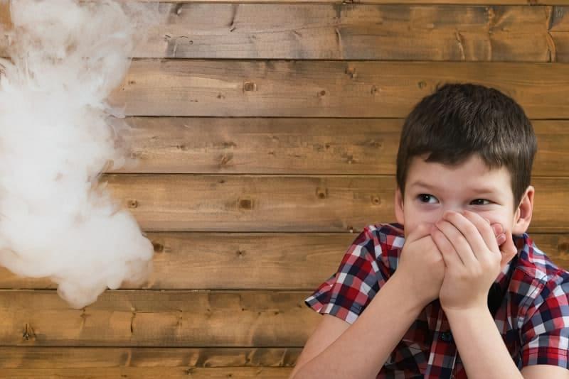 Куріння електронних сигарет при дітях: чим це небезпечно? 1