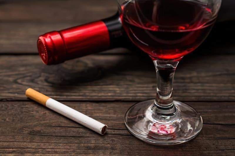 Пляшка вина на тиждень підвищує ризик розвитку раку, як 10 сигарет 1
