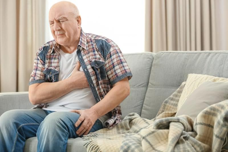 Серцевий напад: що робити до приїзду швидкої допомоги 3