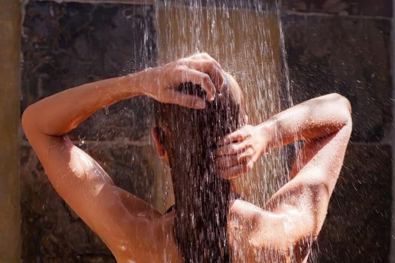 Йдемо в басейн: як захистити шкіру від хлорки 2