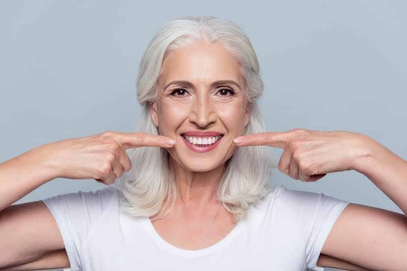 Як правильно доглядати за зубами в літньому віці? 1