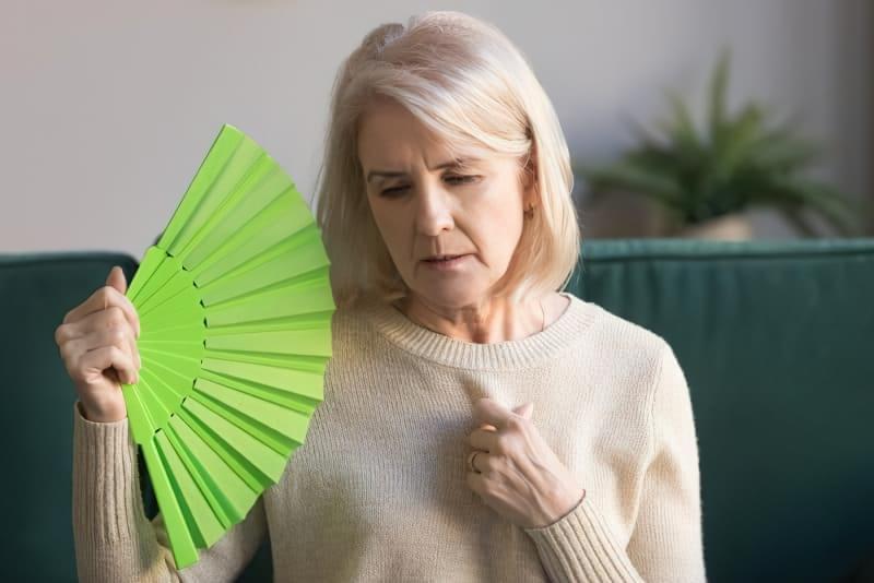 Як впоратися з приливами під час менопаузи? 1