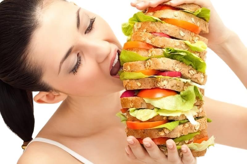 Вчені пояснили, як мозок схиляє нас до переїдання 1