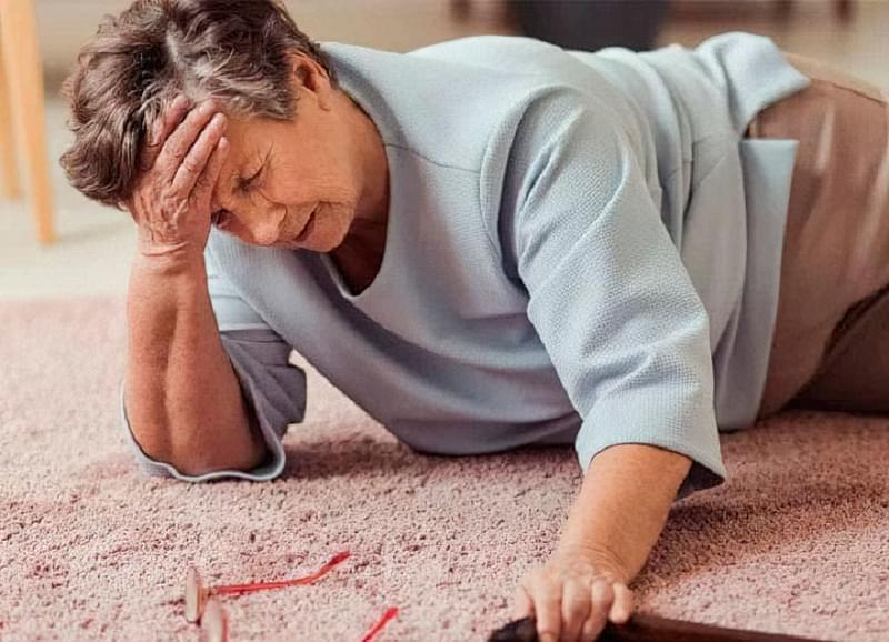 Які хвороби підвищують ризик падіння, якщо крутиться в голові 1